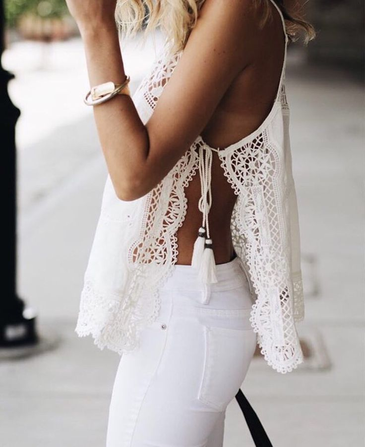 How cute is this white and lacy top?! Such a cute and fun all white outfit for summer!