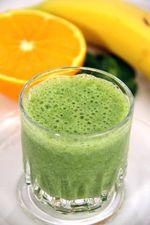 Narancsos zöld turmix - Hozzávalók:      ½ narancs (vagy 1 kimagozott alma)     2 banán     10 dkg bébispenót     2-3 dl víz