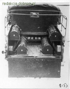 Furgon Polski Fiat patrolu minerskiego. Widać ułożenie min wewnątrz pojazdu. - zdjęcie 7 z 8 | zdjęcia dobroni.pl