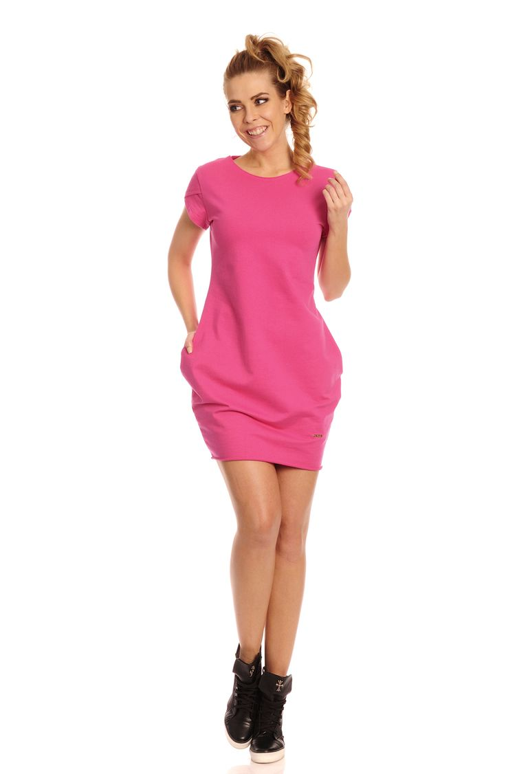 Rochia Coco este un model de rochie roz casual-sport scurta cu buzunare laterale si cu maneca scurta,foarte usor de purtat la o iesire in parc sau la o plimbare cu amicii. #prettymodaro #rochiecasual #rochiesport #dress
