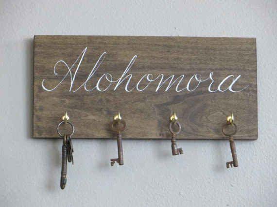 This Harry Potter Alohamora key rack:
