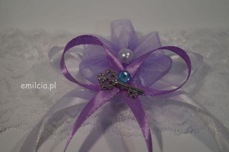 Podwiązka Dodatki Ślubne Podwiązki niebieskie Podwiazka fiolet z błękitną cyrkonią prezentuje się bardzo ładnie i szykownie. Weeding Dekoracje Ślub