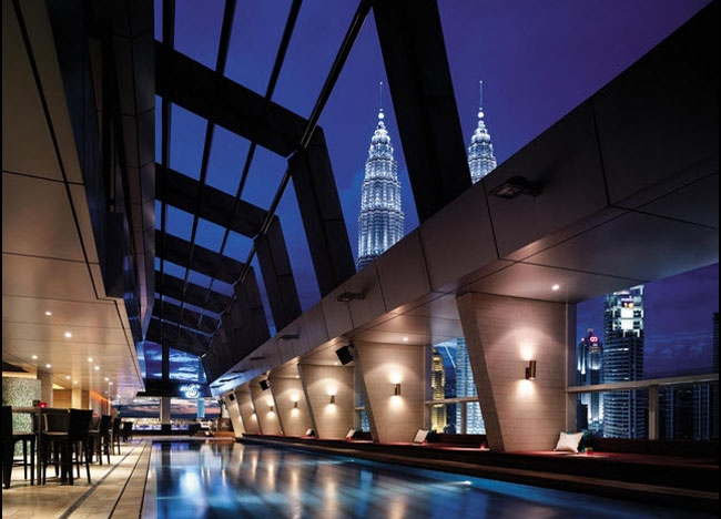 Traders Skybar at the Trader Hotel by Shangri La in Kuala Lumpur KLCC area. Iconic views of the Petronas Twin Towers and Best of KL Nightlfe. For our boutique Kuala Lumpur City Guide incl. Malaysian Food and Kuala Lumpur Boutique Hotels check our website: http://best-of-kl.com/