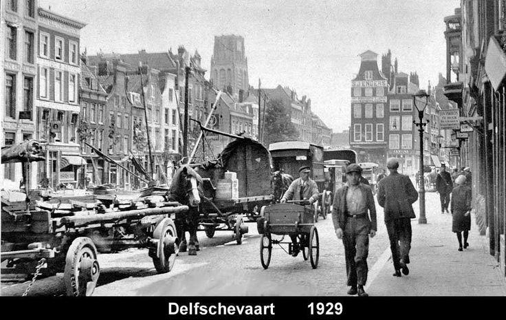 De Delftsevaart was in de twintiger jaren een druk bevaren waterweg tussen Rotterdam en Delft.