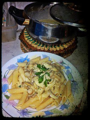 Πέννες με άσπρη σάλτσα μανιταριών και μουστάρδα