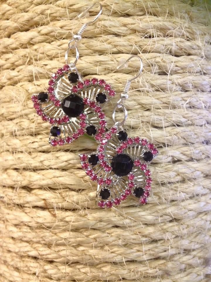 VENDO ORECCHINI in filigrana argentata con strass neri e rosa crystal. Mi trovate anche su Facebook VENDUTI ma RIPRODUCIBILI