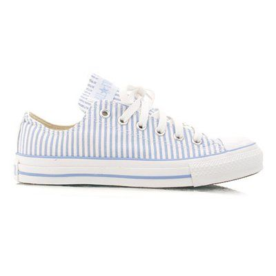 Blue seersucker striped Chucks. Cute!