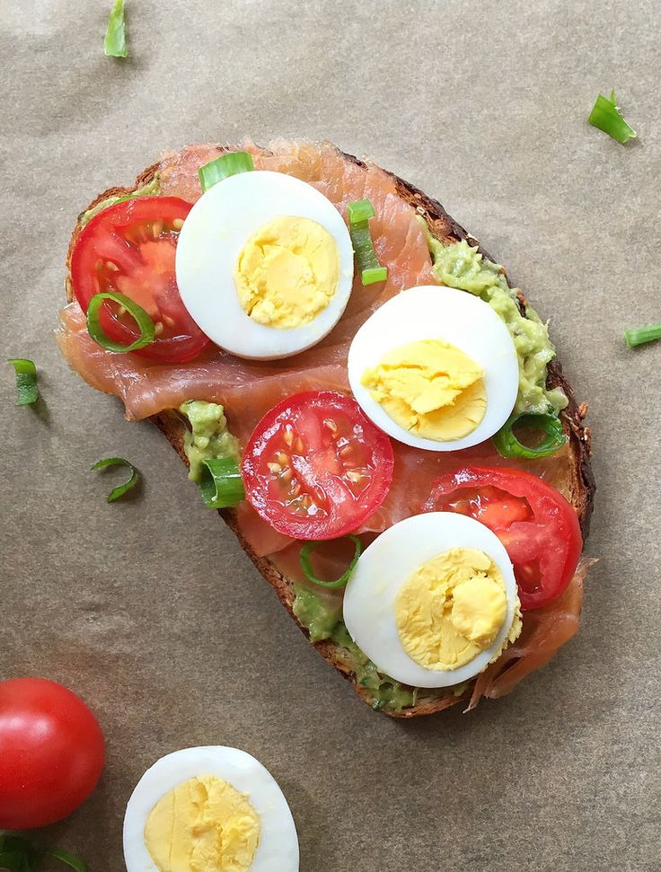 Avocado Toast with Smoked Salmon, Tomato, and Egg: A quick and healthy lunch, this avocado toast gets extra flavor and nutrition form smoked salmon, tomatoes, and hard-cooked eggs. via the amazing @MealMakeoverMom
