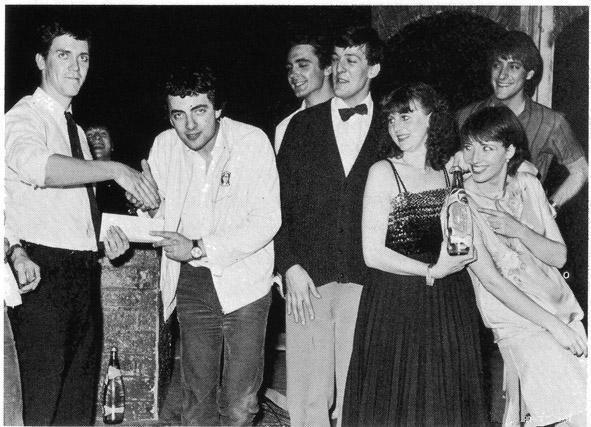 Hugh Laurie, Tony Slattery, Stephen Fry, Penny Dwyer, Emma Thompson and Paul Shearer congratulating a funny guy.