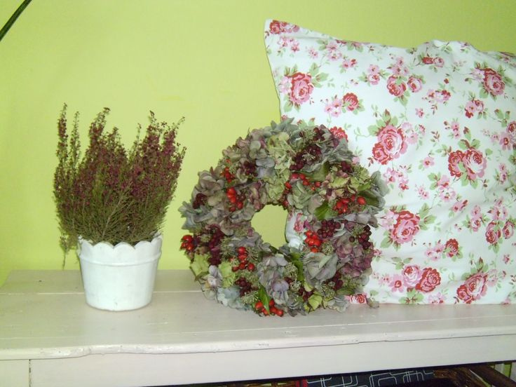 erica, pillow, wreath of hydrangea