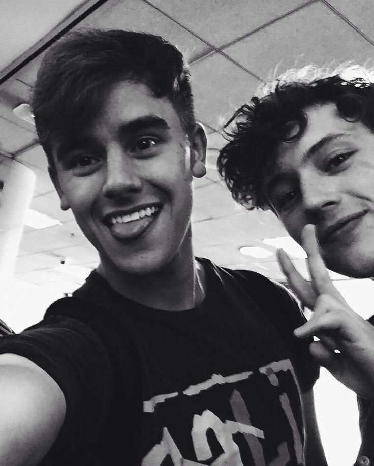Connor Franta & Troye Sivan- cuties