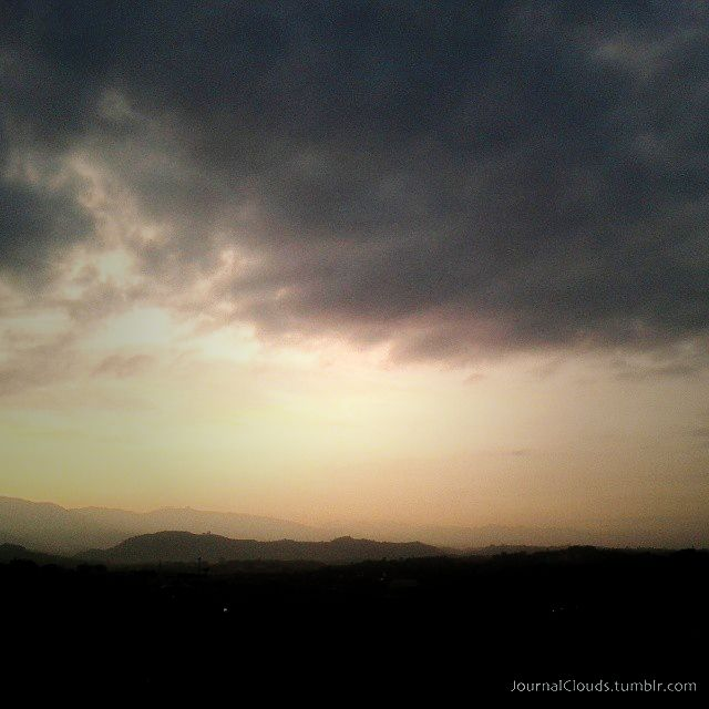 Antes que se acabe el domingo. Las nubes de hoy.