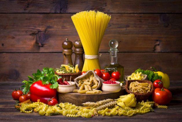 Hackfleisch, Tomaten – und was noch? Spaghetti Bolognese kennt hierzulande jedes Kind, aber noch lange nicht jeder Erwachsene weiß, wie das italienische Pasta-Rezept richtig gekocht wird.