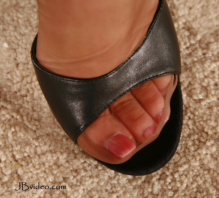 Reinforced stocking over cute toes | Nylon Feet ...