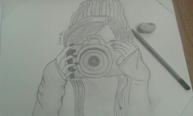 Ragazza con la macchina fotografica ( mio disegno )