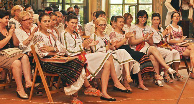 De Ziua Universală a Iei, Chișinăul s-a îmbrăcat în costume tradiționale românești