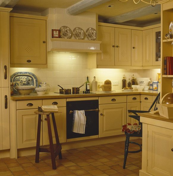 Kitchen Cabinets Yellow: Best 25+ Yellow Country Kitchens Ideas On Pinterest