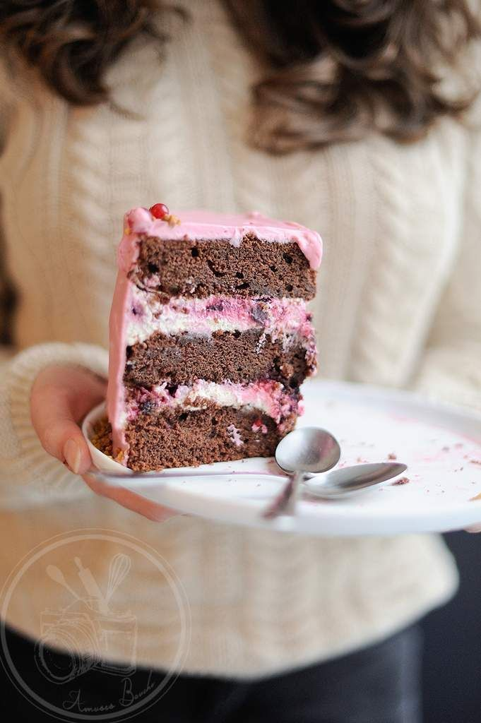 Comme promis voici la recette du gâteau que je vous ai mis sous les yeux lundi sans vous en donner la recette. J'ai failli ne pas pouvoir la rédiger car les virus se sont emparés de mon corps et je suis HS mais une promesse est une promesse. C'est un...