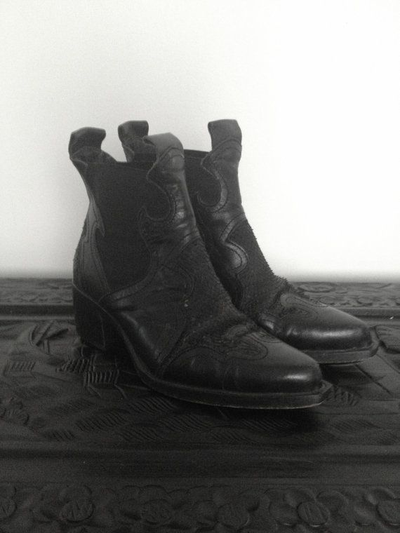 Italian black vintage leather boots by ColtandCo on Etsy
