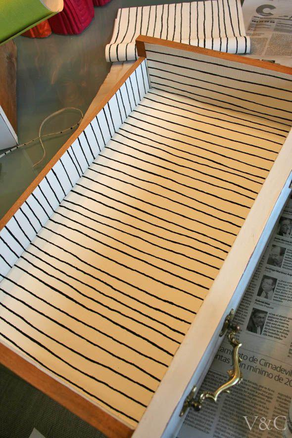 VINTAGE & CHIC: decoración vintage para tu casa · vintage home decor: Cómo forrar cajones con papel [] Lining drawers with paper