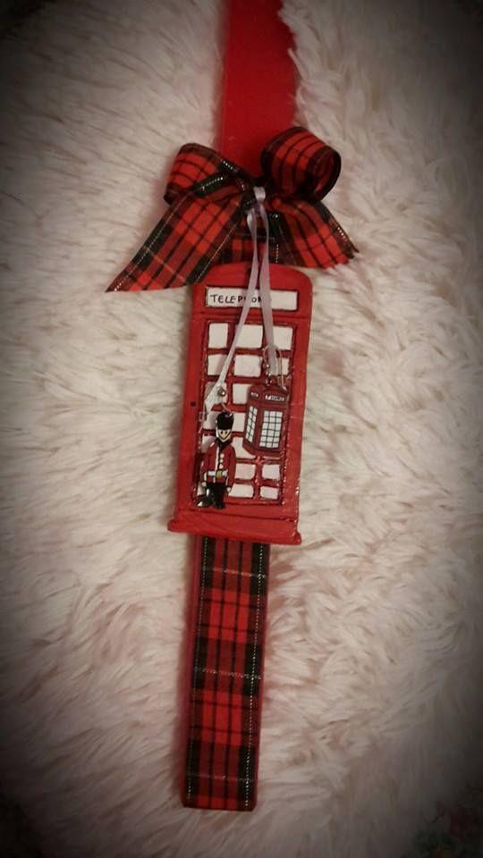 """Κόκκινη λαμπάδα με θέμα το Λονδίνο και κρεμαστά σκουλαρίκια ζωγραφισμένα στο χέρι. fb:Μικρά Δημιουργήματα """"fgr""""- Little Crafts """"fgr"""""""