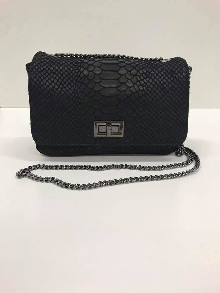 Tas Trendy Leer Croco Zwart is de musthave voor elke fashionista. Prachtige leren tas met mooie Croco details in de leerverwerking, verstelbare leren schouder r