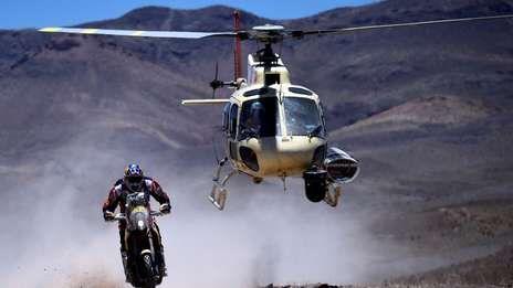 Marc Coma se quedó con la quinta etapa del Dakar en motos y le recortó 2:16 al puntero Joan Barreda, quien en este tramo finalizó segundo. El chileno Pablo Quintanilla fue tercero.