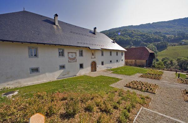 La Chartreuse d'Aillon en été avec les Guides du Patrimoine des Pays de Savoie http://www.gpps.fr/Guides-du-Patrimoine-des-Pays-de-Savoie/Pages/Site/Visites-en-Savoie-Mont-Blanc/Savoie-Propre/Massif-des-Bauges/Aillon-le-Jeune