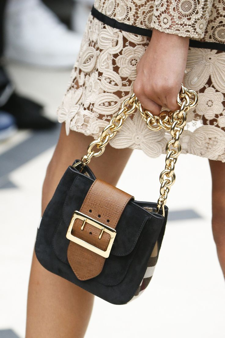 Burberry Spring 2016 Ready-to-Wear Accessories Photos - Vogue
