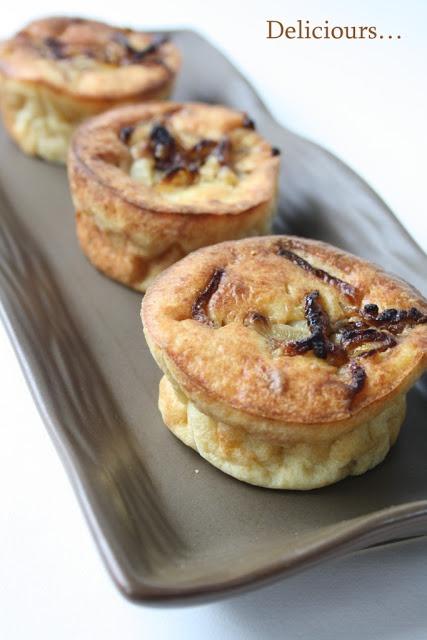 Petits moelleux au chèvre et cœur d'oignon confit // confit oignons and goat cheese little bites