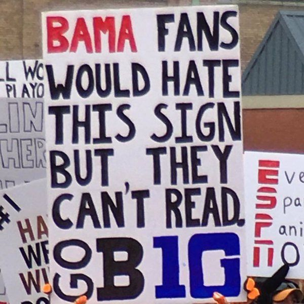 cxai d1weaakzpq Funny College GameDay signs are back (20 Photos)