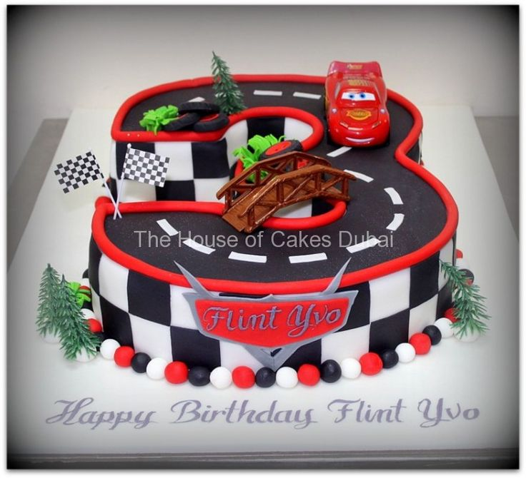 Cake Decorating Racing Car : The 25+ best Lightning mcqueen cake ideas on Pinterest