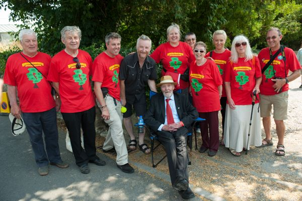 Descendants of the Martyrs with Billy Bragg and Tony Benn. (Photo [c] Karen Hatch Photography)