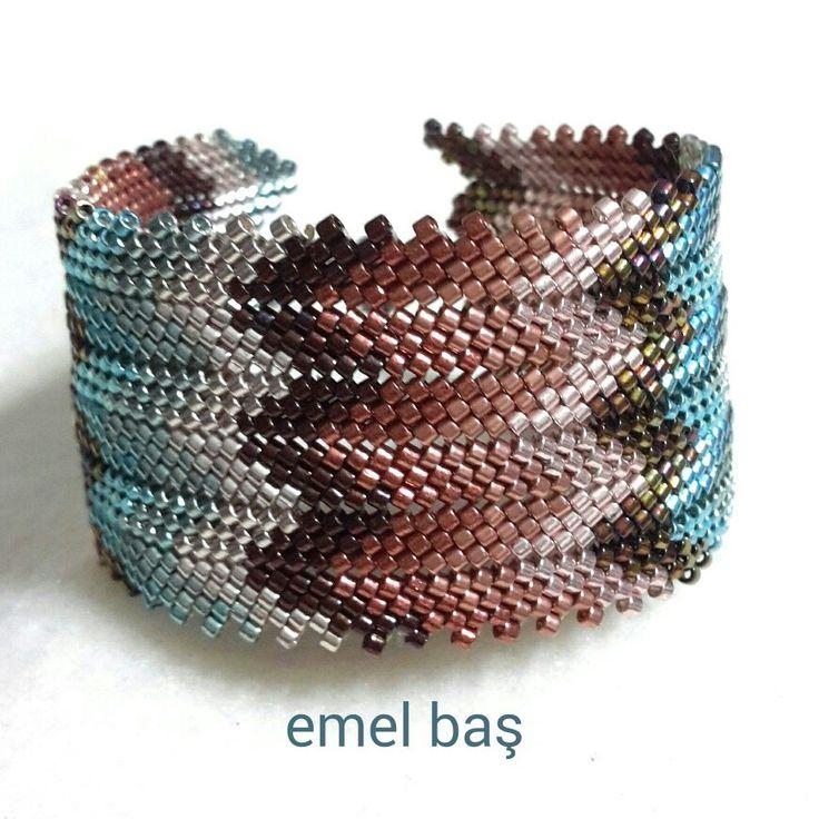 Mississippi peyote bracelet by Emel Bas from Turkey