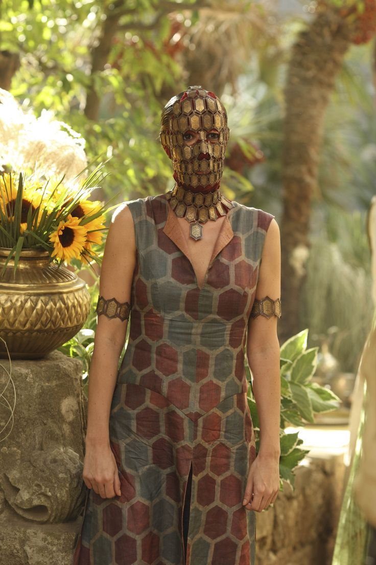 Quaithe - Laura Pradelska in Game of Thrones Season 2. So ...