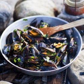 Coal-roasted-mussels-with-garlic-butter-and-wild-herbs-1160x1010px
