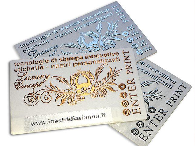 Business card, LUXURY - raso adesivo accoppiato su cartoncino con stampa in rilievo e inserimento nastrino personalizato.