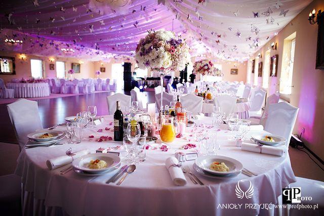 Butterfly Wedding,Wedding hall,Centerpieces,Pomanders,Architectural light/Motylkowe wesele,Dekoracje sali weselnej,Oświetlenie architektoniczne,Anioły Przyjęć