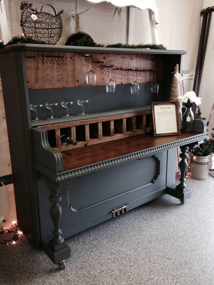 Piano bar at University Pickers