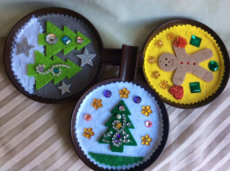 Some more Christmas ornaments on plastic saucer basis