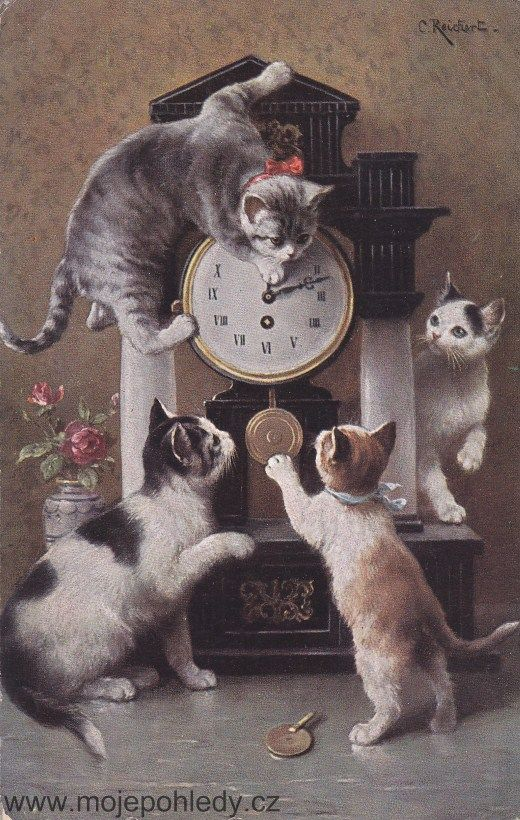 oude foto,kittens op enbij een klok.................