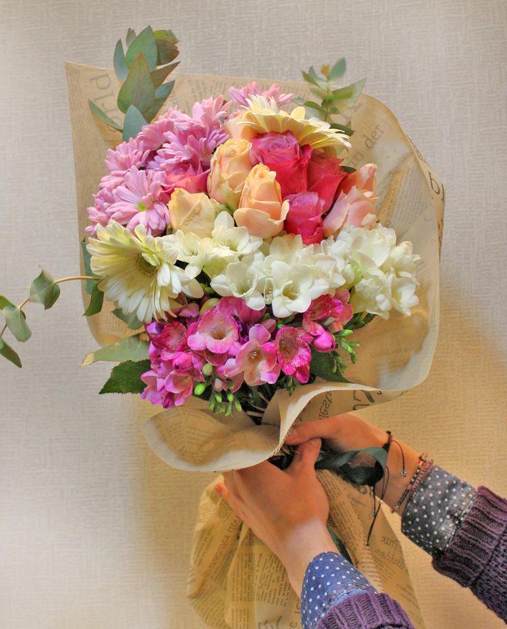 Ανθοδέσμη με πολύχρωμα λουλούδια