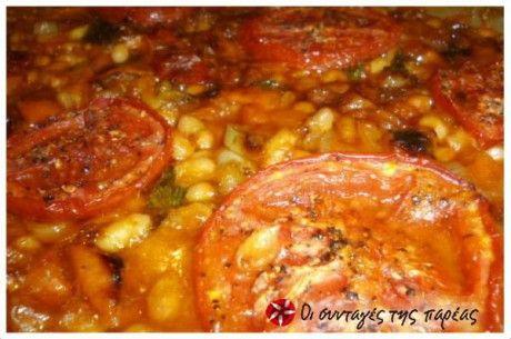 Μια συνταγή της θείας μου Σοφίας με φασόλια στον φούρνου,πολύχρωμες πιπεριές και φέτες ντομάτας! Εξαιρετική!