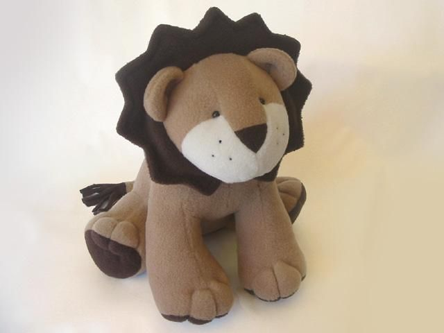 LION Pattern -  Plush Toy sewing pattern. Pardon me for repeating myself, but HIS LITTLE FACE! :D