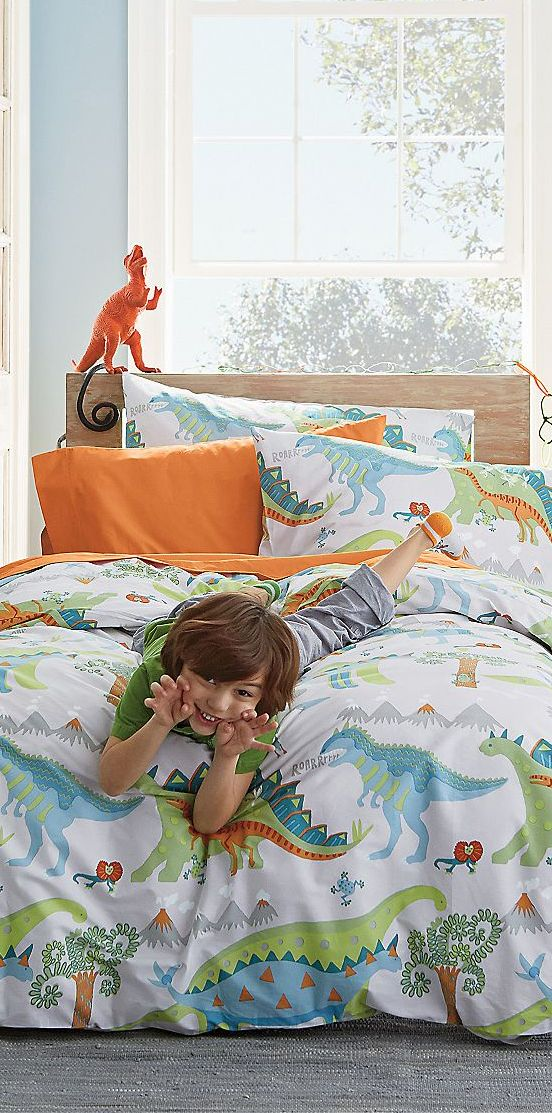 Dinosaur Roar Bedding. I think this would be cute for Zero's room...when he's a little older though :)