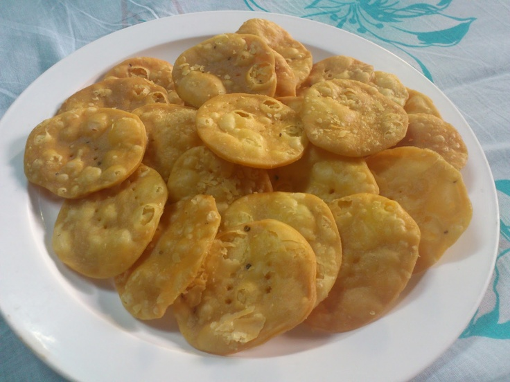 Crispy Ajwain Puri Recipe........take with tea..........  http://www.easyindianfoodrecipes.info/roti/ajwain-puri-recipe.html