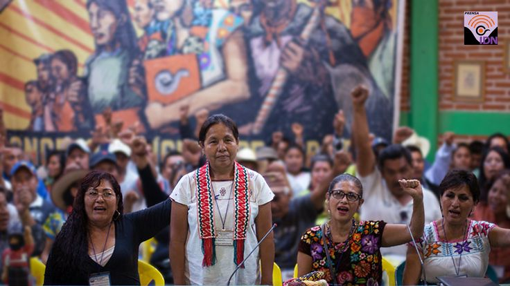#AccesoInf Indígenas del país eligieron a María de Jesús Patricio Martínez, como la vocera del CIG para la Presidencia de la República en 2018. La mujer indígena fue nombrada este domingo vocera del Concejo Indígena de Gobierno (CIG), quien también los representará en los comicios del próximo año 2018. Durante 25 horas de discusión en tres mesas de trabajo, en la que participaron 1 mil 482 delegados, concejales y observadores, el CNI y el EZLN hicieron pública la designación.