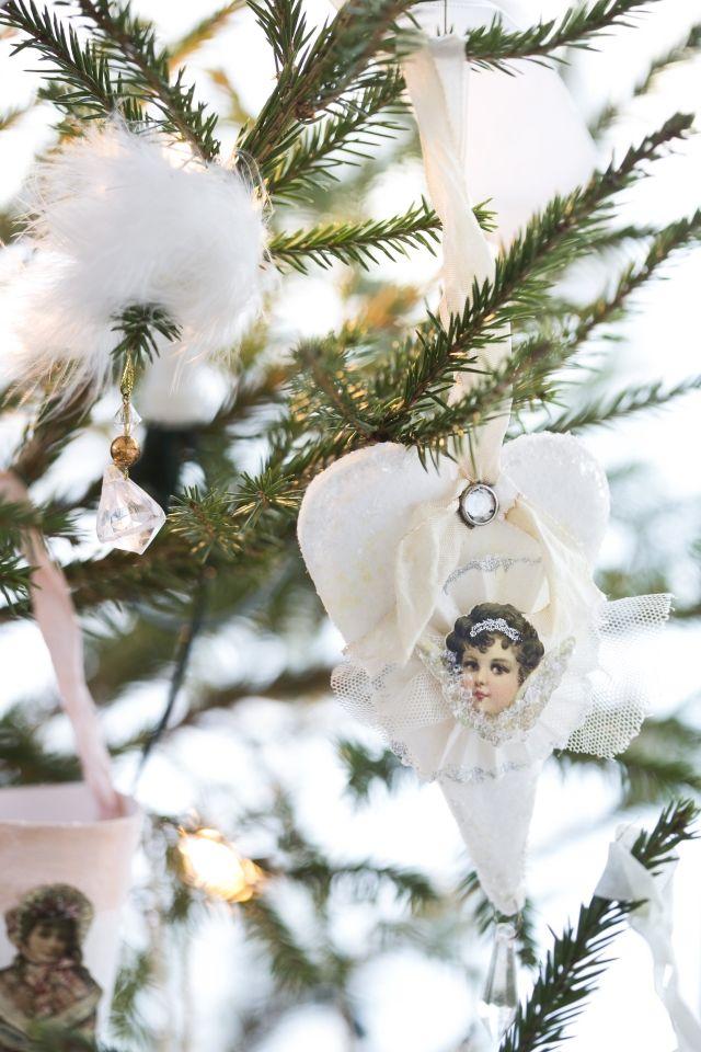 Tee vintage-henkisiä kuusenkoristeita. Craft vintage decoration for christmas tree.   Unelmien Talo&Koti Kuva: Satu Nyström Toimittaja: Hanna Sandström