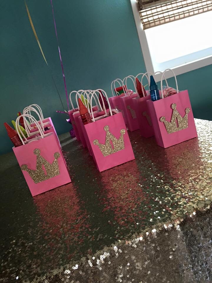 Pink and gold birthday party favors #pinkandgold #firstbirthday #partyfavors #giftbag #glitter