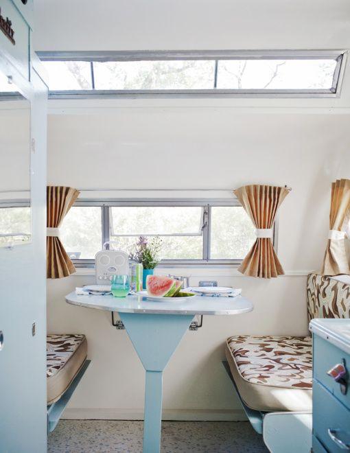 les 25 meilleures id es de la cat gorie caravane r tro sur pinterest caravane vintage. Black Bedroom Furniture Sets. Home Design Ideas